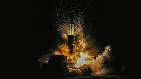 Un misil Hyunmoo II lanzado durante maniobras en la costa oriental de Corea del Sur, el 29 de noviembre de 2017.
