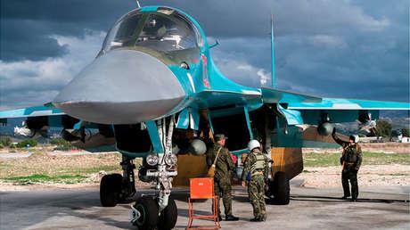 Un cazabombardero ruso Su-34 en la base aérea Jmeimim, en Siria, el 22 de diciembre de 2015
