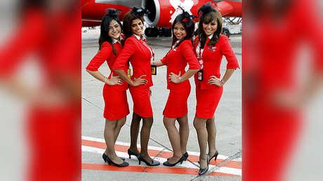 Asistentes de vuelo de la aerolínea AirAsia.