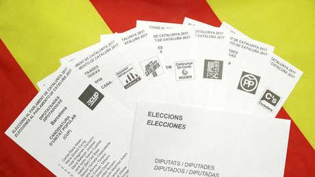 Papeletas de votación de los partidos que se presentan a estas elecciones regionales de Cataluña, España