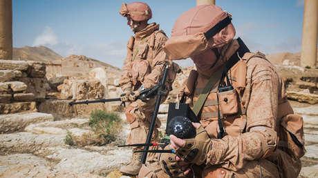 Zapadores rusos desminando la ciudad siria de Palmira con el uso del aparato 'Sfera'.