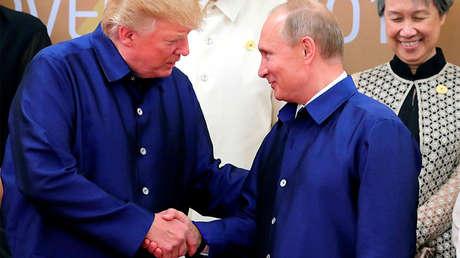 Vladímir Putin con Donald Trump en un evento en Vietnam, el 10 de noviembre del 2017.