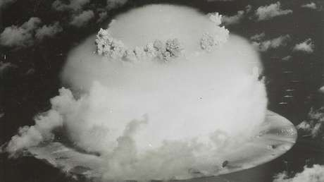 Prueba nuclear efectuada por EE.UU. en el atolón Bikini, las islas Marshall, 1946.