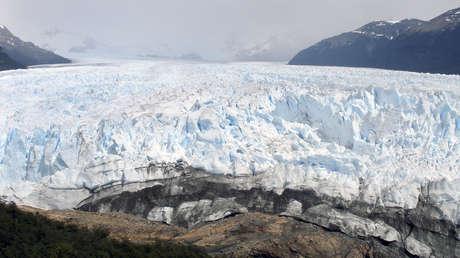 Una vista general del borde del glaciar Perito Moreno en la región sur de la Patagonia cerca de El Calafate.