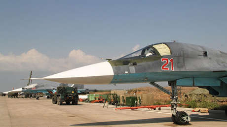 Aviones rusos Su-34 en la base aérea siria de Jmeimim.