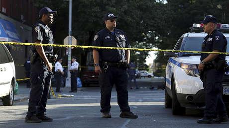 Oficiales del Departamento de Policía de Nueva York en el barrio del Bronx de Nueva York, EE.UU., el 5 de julio de 2017.