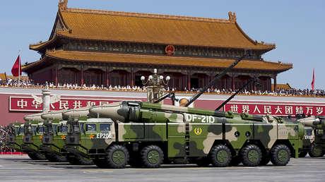 Misiles balísticos antibuque de medio alcance DF-21D en un desfile militar, Pekín, el 3 de septiembre de 2015.