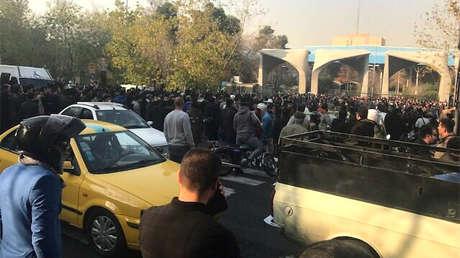Manifestación cerca de la Universidad de Teherán, el 30 de diciembre de 2017.