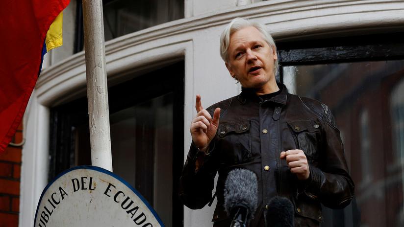 """""""Más registros que la KGB"""": Tuit de Assange con un extraño código causa preocupación por su estado"""