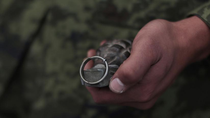 VIDEO: Se le cae una granada y su instructor lo salva en el último momento