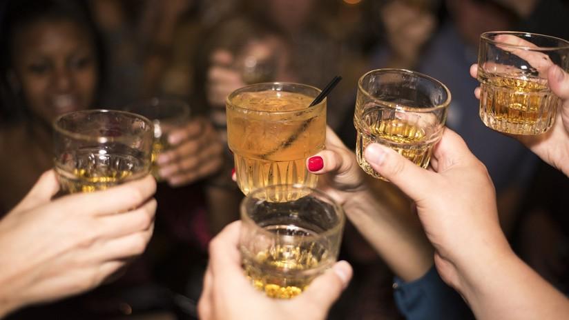 Beber alcohol con moderación es bueno para su corazón si es rico, pero podría ser fatal si es pobre