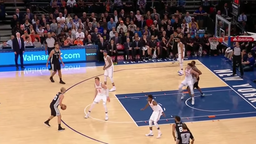 VIDEO VIRAL: Un jugador de la NBA anota accidentalmente un triple y los árbitros ni lo ven