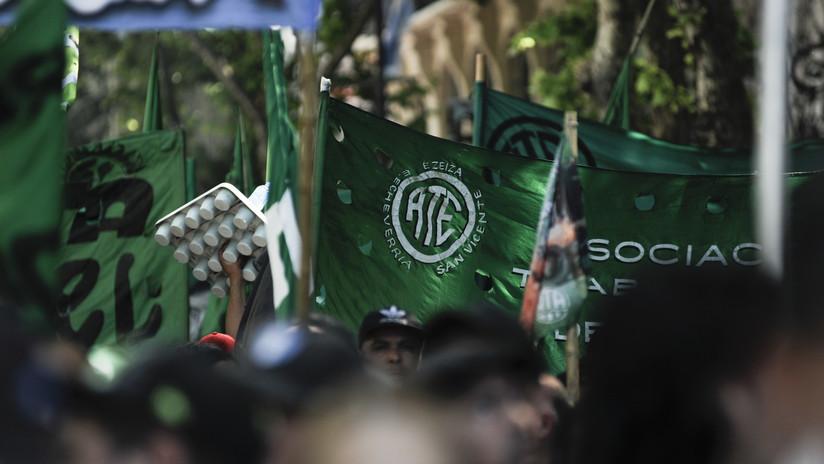 Trabajadores estatales argentinos realizan una huelga nacional contra los despidos