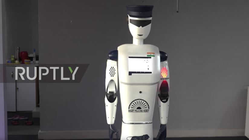 VIDEO: La India presenta el primer robot policía inteligente del mundo