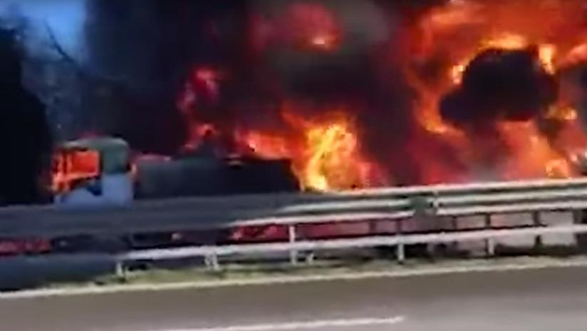 La explosión de un camión cisterna en una carretera mata a una familia entera en Italia (VIDEOS)