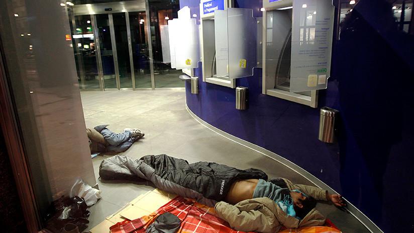 """Edil español: """"Quien duerme en un cajero es porque quiere"""""""