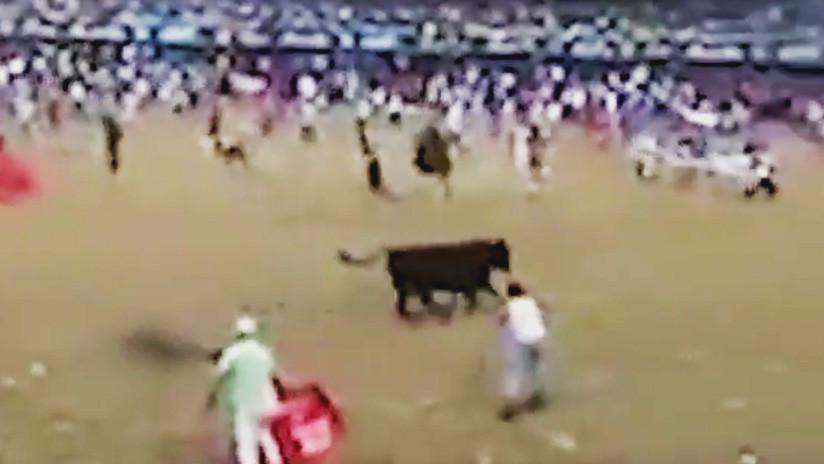 Un hombre muere en Colombia tras ser embestido por un toro (VIDEO FUERTE)