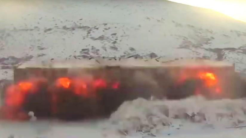 VIDEO: Demuelen con explosiones 85 edificios de una vieja base militar en Rusia