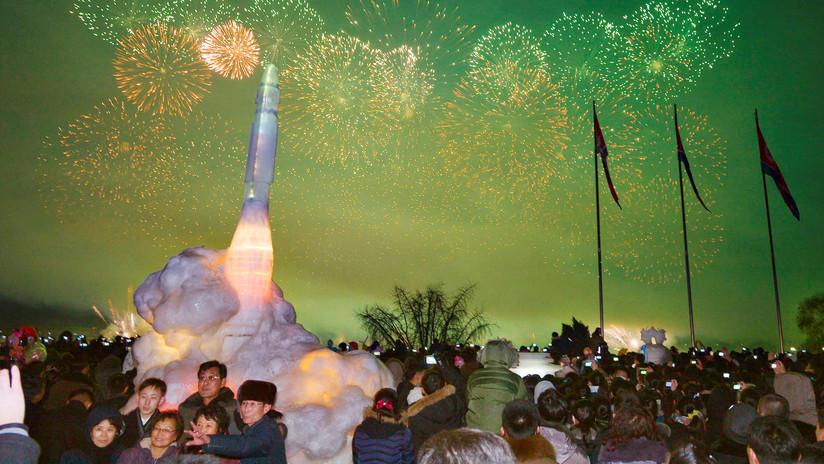 Un misil 'Hwasong-15', la joya del festival de figuras de hielo de Pionyang (FOTOS)