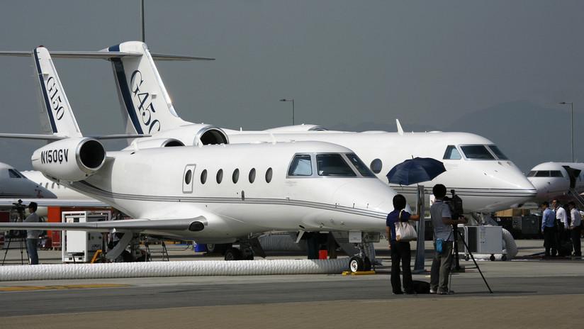 Un piloto muere aplastado por la puerta de su propio avión