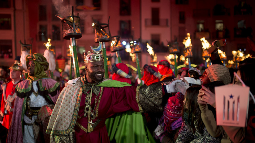Ya vienen los Reyes Magos cargados de regalos... y con alguna polémica en España