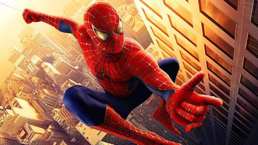 Un 'Spiderman' muere al caerse desde un edificio mientras se tomaba una selfi (VIDEO)