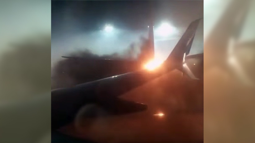 VIDEO: Pasajeros gritan de pánico al ver el ala de su avión en llamas