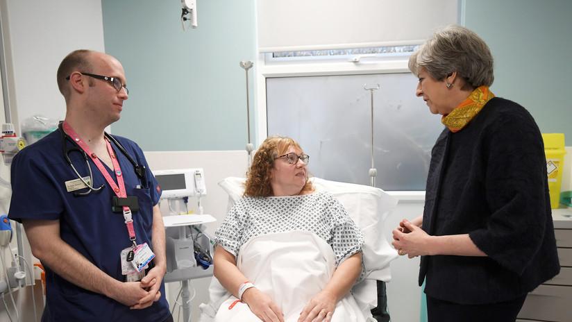 FOTOS IMPACTANTES: Pacientes de urgencias duermen en el suelo en un colapsado hospital británico