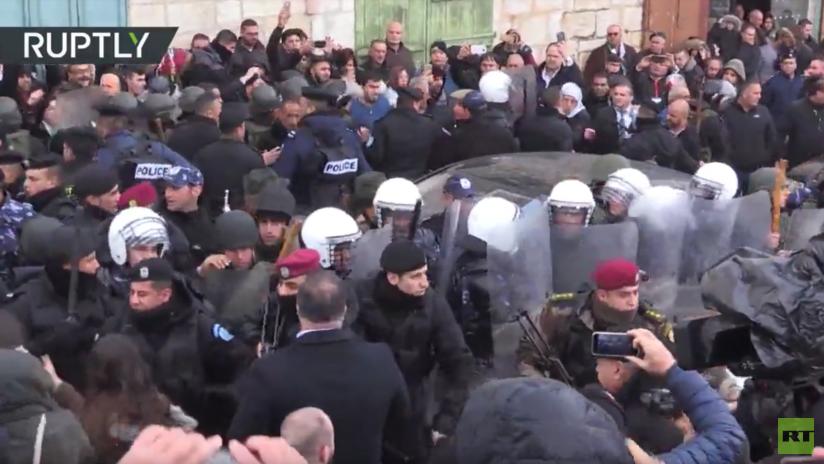 Apedrean en Belén el coche del patriarca de Jerusalén en la víspera de la Navidad ortodoxa (VIDEO)