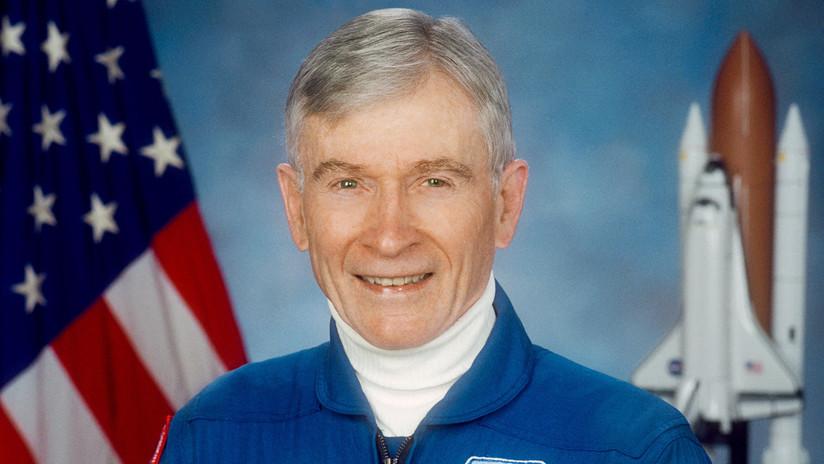 Fallece el legendario John Young, el astronauta más experimentado de la NASA que comandó el Apolo 16
