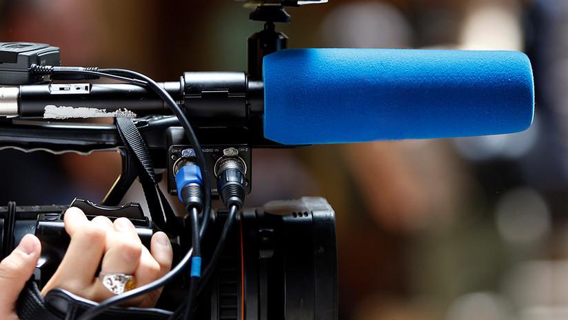 Un joven se queja de que una televisión le inventó un nombre al no creer que el suyo fuera real