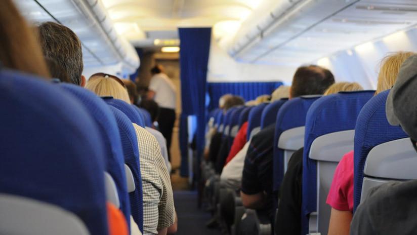 Encuentran un recién nacido muerto dentro de una bolsa en el baño de un avión en Indonesia