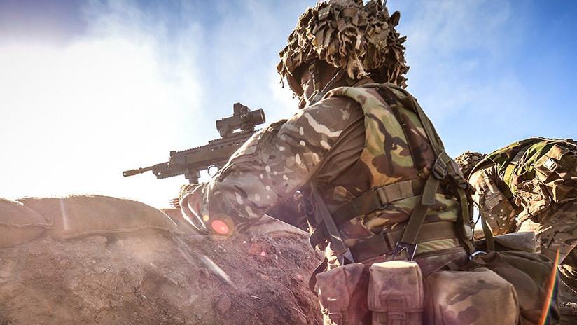 Un sargento británico decapita a un terrorista de un palazo durante una emboscada en Afganistán