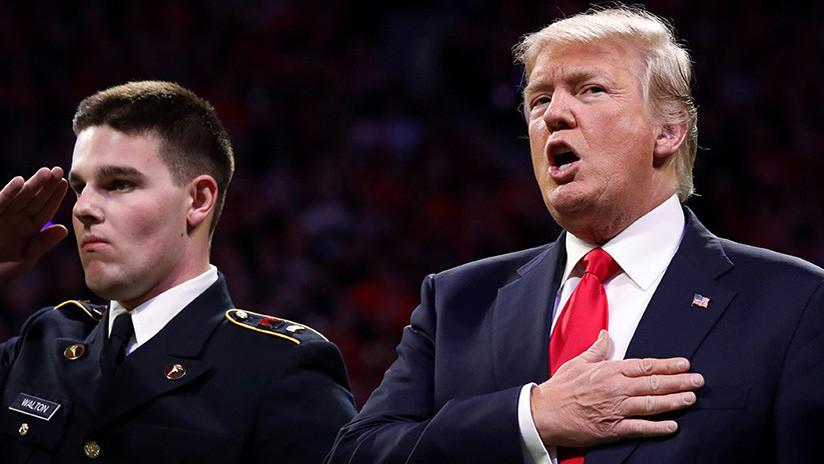 VIDEO: Trump se olvida del himno nacional de EE.UU. horas después de pedir que lo respeten