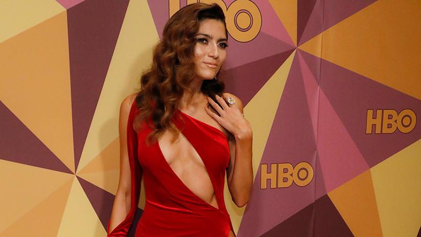 Una actriz se salta el código de vestimenta de Hollywood en los Globos de Oro y genera polémica