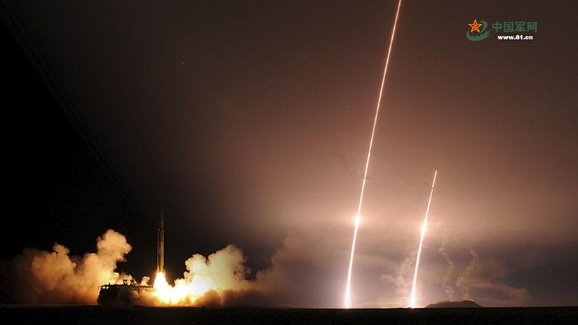 El Ejército chino publica fotos de pruebas de misiles en un lugar desconocido