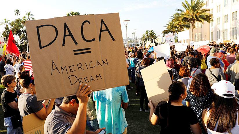 Un juez prohíbe a la Administración Trump cancelar el programa migratorio DACA