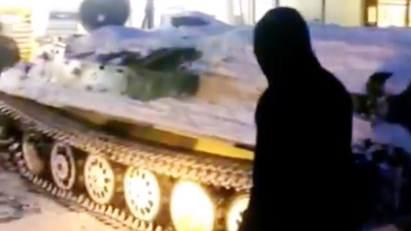 'Sed de guerra': Roba un vehículo militar y ataca una tienda para llevarse alcohol (FOTOS, VIDEOS)
