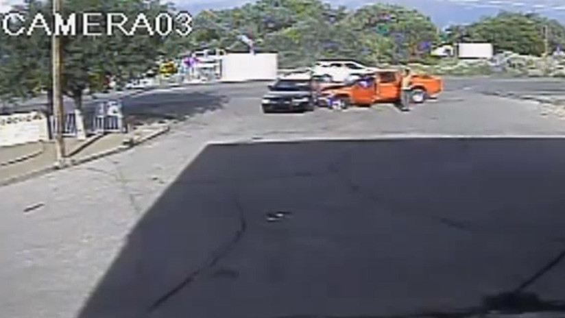 Video: Exculpan a un policía que acribilló a un hombre que chocó contra su patrullero