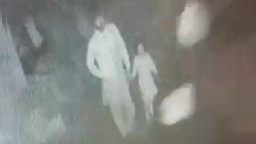 VIDEO: Una niña pakistaní es llevada por un misterioso hombre antes de ser violada y asesinada