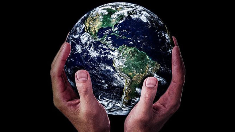 """""""Quieren ocultar a Dios"""": Así fue la primera Conferencia Internacional de la Tierra Plana"""