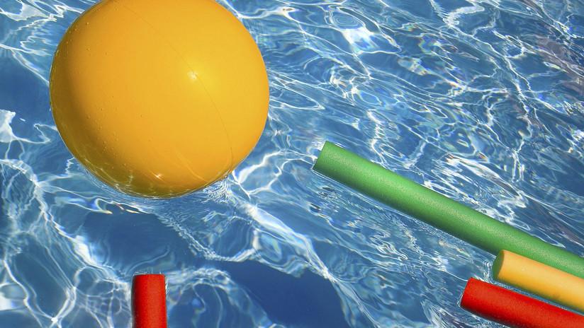 Burlas y críticas por la piscina pintada inaugurada por el alcalde de Buenos Aires