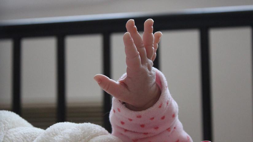 Un bebé español se contamina de salmonela al beber leche infantil infectada