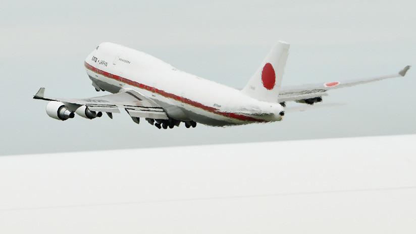 VIDEO: Avión del primer ministro japonés pierde una pieza en pleno vuelo