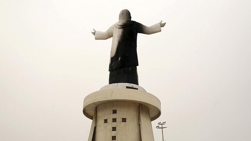 VIDEO: Se quema una enorme estatua de Cristo en Perú en vísperas de la llegada del papa Francisco