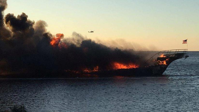 VIDEO: Se incendia un barco casino con 50 pasajeros a bordo en la costa de Florida