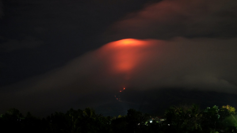 """Filipinas, en alerta """"crítica"""" por la erupción inminente de su volcán más activo (FOTOS, VIDEO)"""