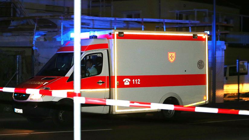 FOTOS: Un autobús escolar se estrella contra el muro de un edificio de viviendas en Alemania