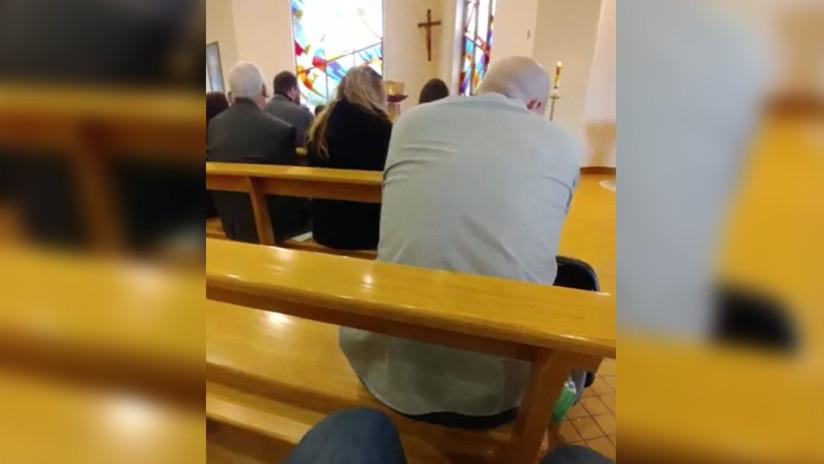 VIDEO VIRAL: Un hombre mira fútbol durante una misa de la manera más ingeniosa