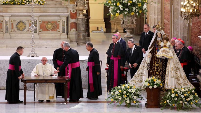 Obispo acusado de encubrir abusos sexuales participa en la primera misa de Francisco en Chile